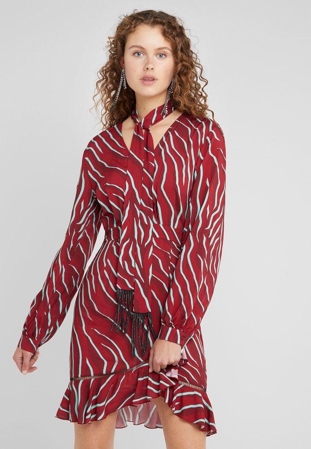 VESTITO - Denní šaty - dark red
