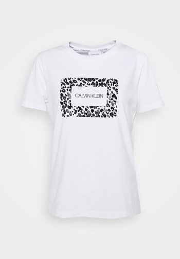 REGULAR FIT LEO BOX TEE - Print T-shirt - bright white