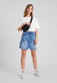 Converse - CONVERSE RENEW TEE - Basic T-shirt - egret - 1
