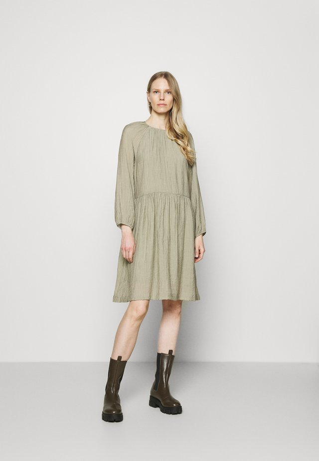 POLLY DRESS - Korte jurk -  covert green