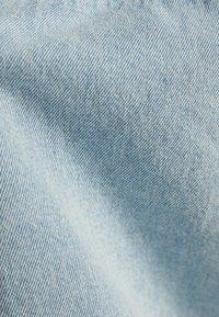 Bershka - JEANSJACKE IM REGULAR-FIT 01273503 - Kurtka jeansowa - blue - 5