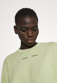 Proenza Schouler White Label - MODIFIED RAGLAN TIE DYE - Sweatshirt - spanish moss - 3