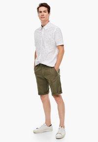 s.Oliver - Shorts - khaki - 1
