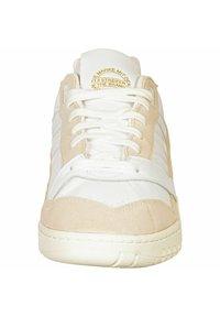 adidas Originals - A.R. TRAINER - Baskets basses - ftwr white - 5