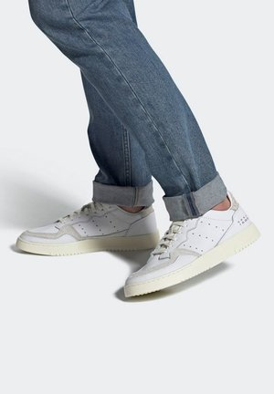 Trainers - ftwr white / crystal white / off white