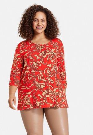 Long sleeved top - power red gemustert