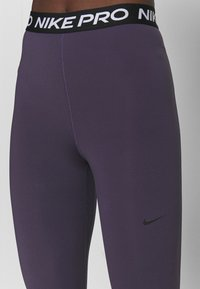 Nike Performance - 365 7/8 HI RISE - Legginsy - dark raisin/black - 4