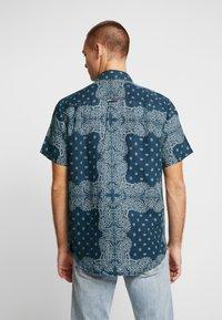 Tommy Jeans - BANDANA PRINT SHIRT - Shirt - blue - 2