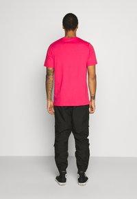 adidas Originals - ESSENTIAL TEE UNISEX - Basic T-shirt - powpnk - 2