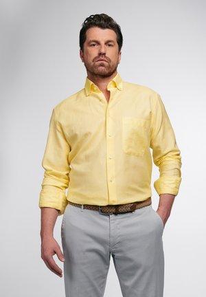 COMFORT FIT - Overhemd - zartgelb