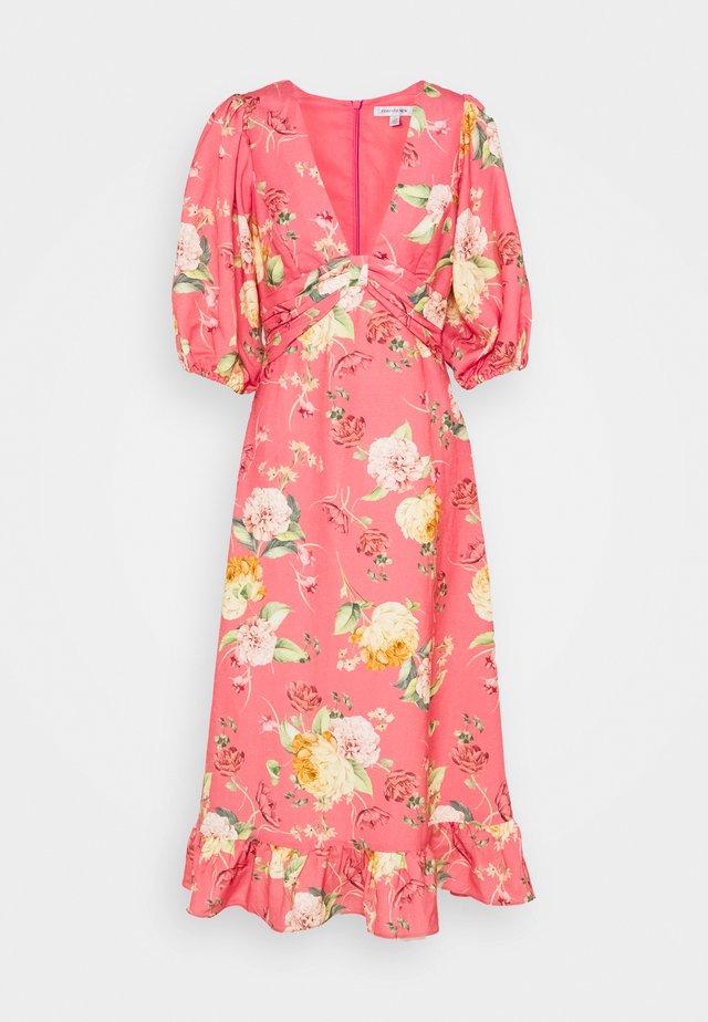 MIDI DRESS - Robe d'été - coral garden