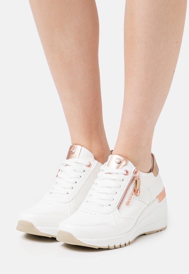 Dockers by Gerli - Sneakers laag - weiß/rosegold