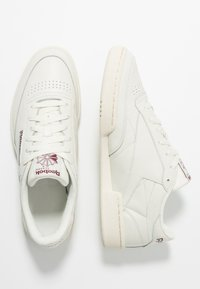 Reebok Classic - CLUB C 85 - Zapatillas - chalk/paperwhite/maroon - 1