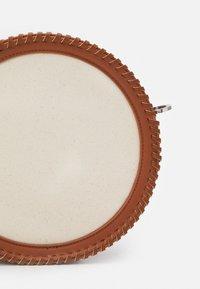 MAX&Co. - DOT - Bandolera - bianco avorio - 3
