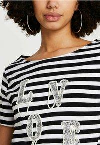 River Island - LOVE  - Print T-shirt - black - 3