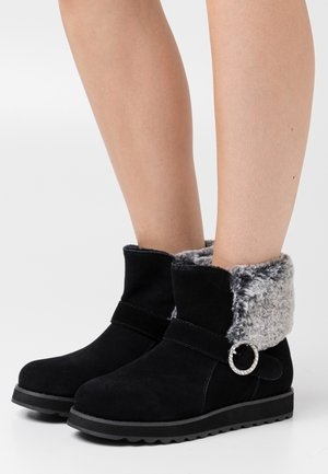 KEEPSAKES - Stiefelette - black