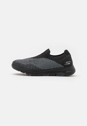 GO WALK 5 - Walking trainers - black textile/charcoal trim