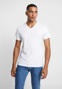 Jack & Jones - JORBASIC TEE V-NECK 3 PACK REGULAR FIT - T-Shirt basic - white//black/grey - 2
