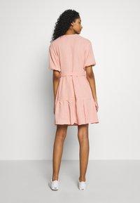 NA-KD - VNECK SHORT SLEEVE DRESS - Day dress - dusty pink - 2
