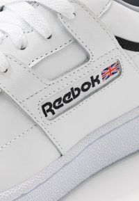 Reebok Classic - CLUB WORKOUT - Trainers - white/cool shadow/black - 5
