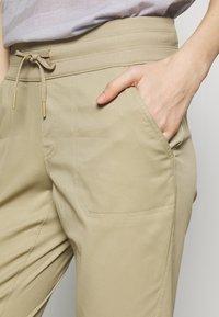 The North Face - WOMEN'S APHRODITE PANT - Ulkohousut - twill beige - 4