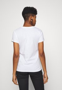Levi's® - THE PERFECT TEE - T-shirt con stampa - white - 2
