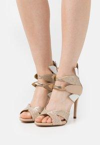 Cosmoparis - ZALIA - Sandals - nude/or - 0