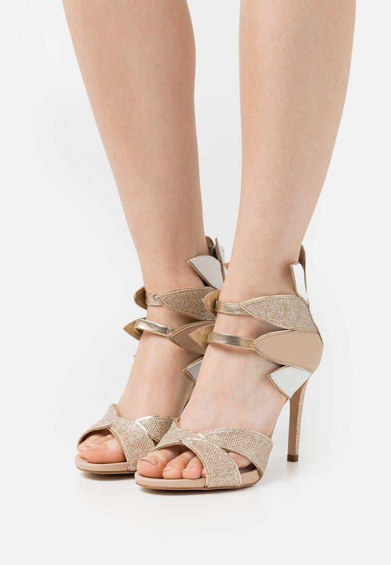 Cosmoparis - ZALIA - Sandals - nude/or