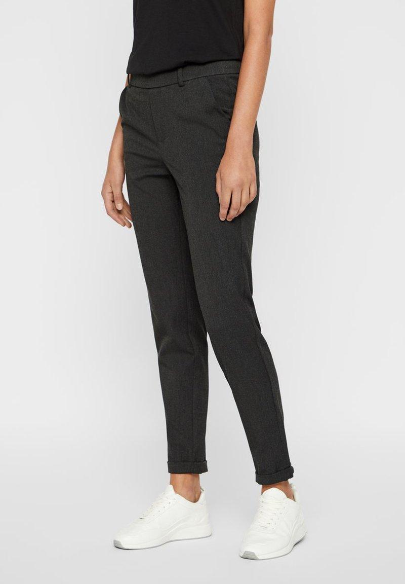 Vero Moda - VMMAYA LOOSE SOLID PANT  - Pantalon classique - dark grey melange