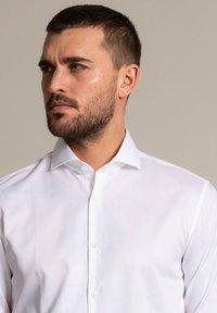 WORMLAND - Formal shirt - weiß - 2