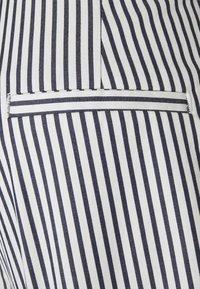 Vero Moda Tall - VMEVA PAPERBAG  - Shorts - snow white/navy blazer - 2