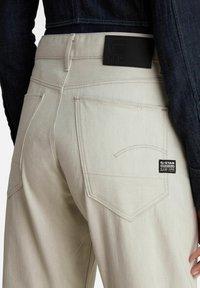 G-Star - ARC 3D BOYFRIEND - Relaxed fit jeans - ecru - 3