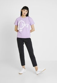 Obey Clothing - CHROMEOBEY - Print T-shirt - lavender - 1