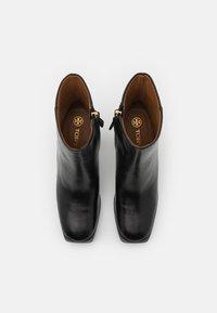 Tory Burch - RUBY BOOTIE - Kotníkové boty na platformě - perfect black - 4