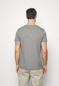 Tommy Hilfiger - SLUB TEE - Camiseta básica - grey - 2