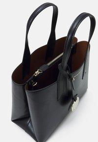 Emporio Armani - FRIDATOTE BAG - Handbag - nero/tabacco - 4