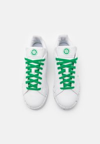 adidas Originals - STAN SMITH SPORTS INSPIRED SHOES - Trainers - footwear white/green - 5