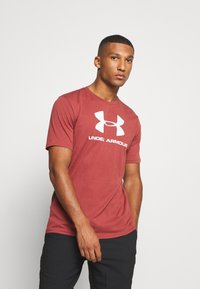 Under Armour - T-shirt med print - cinna red - 0