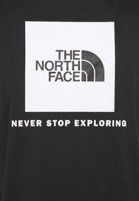 The North Face - REAXION BOX TEE - T-shirt z nadrukiem - black - 2