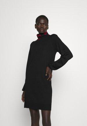 Pletené šaty - black/red