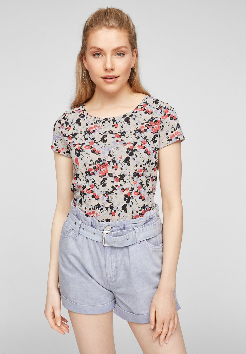 QS by s.Oliver - BLUMENMUSTER - Print T-shirt - apricot aop