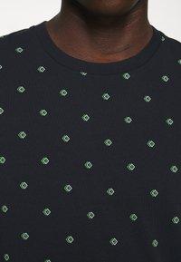 Scotch & Soda - CLASSIC CREWNECK TEE - Print T-shirt - dark blue - 6