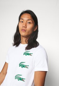 Lacoste - T-shirt con stampa - blanc - 3