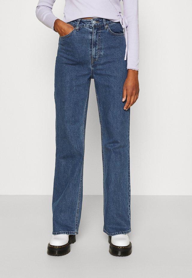 KAORI LA LUNE - Jeans Straight Leg - blue medium dusty