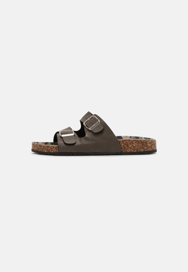 OHIO - Sandalias planas - brown