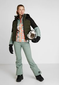 O'Neill - MANEUVER INSULATOR JACKET - Snowboardová bunda - forest night - 1
