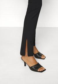 Weekday - ALECIA TROUSER - Pantalones - black - 3