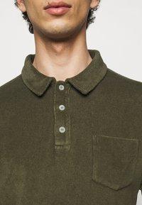 CLOSED - SHORT SLEEVE - Polo shirt - grey fir - 4