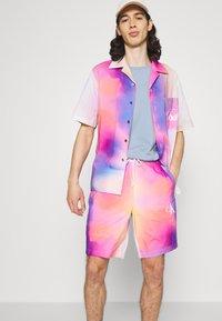 Calvin Klein Jeans - PRIDE OVERSHIRT UNISEX - Shirt - pride marble - 3