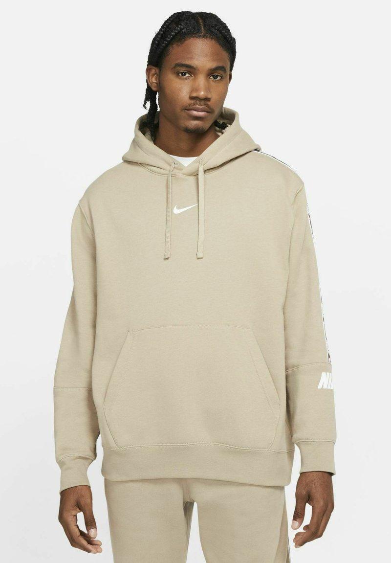Nike Sportswear - HOODIE  - Luvtröja - khaki